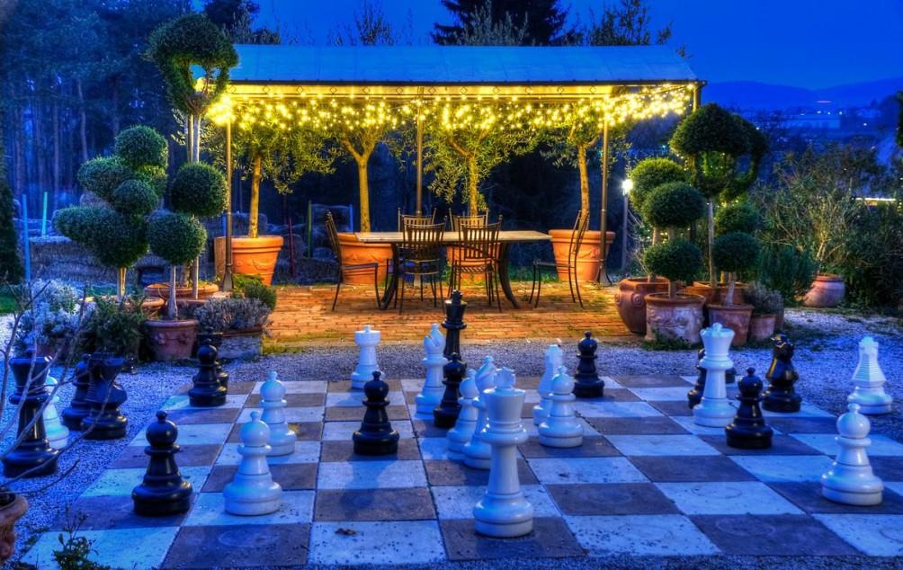 eine Partie Schach in der Nacht