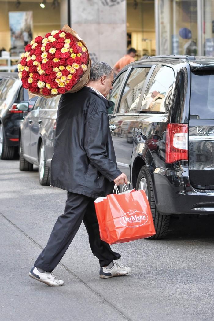 der Mann mit den Blumen